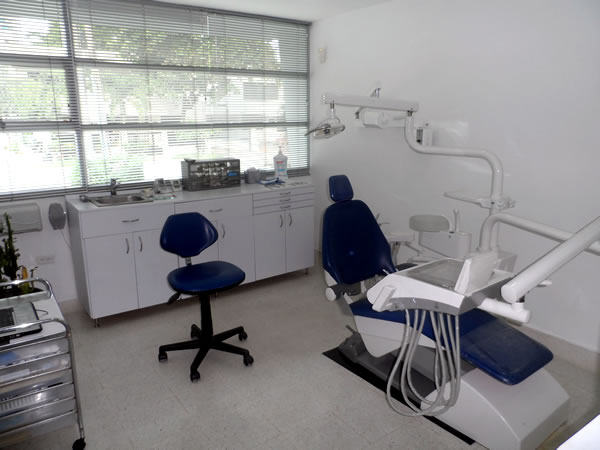 dental abroad dentist overseas cartagena colombia